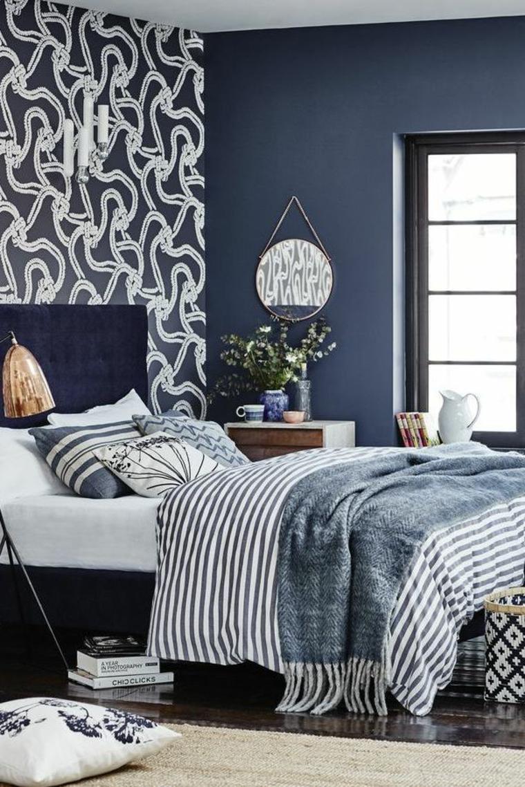 camera piccola matrimoniale testata letto cuscini como vaso fiori specchio finestra