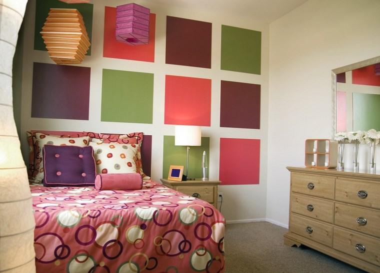 cameretta bambini quadri multicolor parete letto