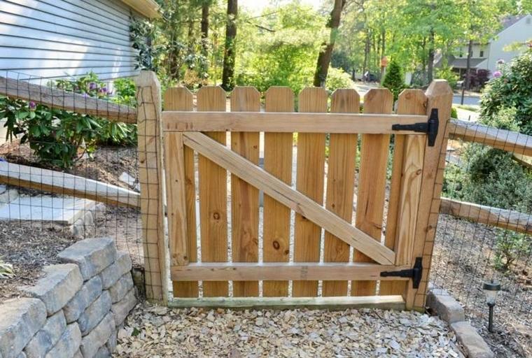Cancelli in legno da giardino piccoli trucchi di bricolage for Cancelletto per cani da esterno