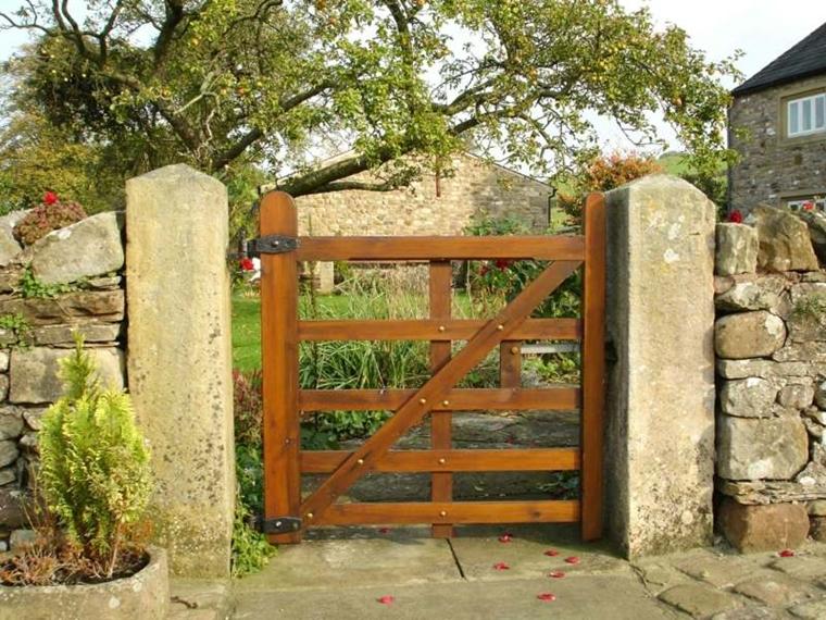 cancelletto legno giardino stile rustico