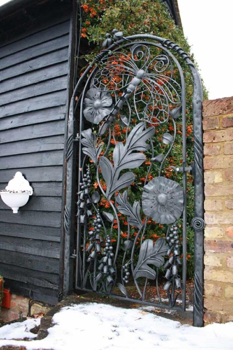 Cancelli tante idee per la vostra porta da giardino for Decorazioni in ferro per giardino