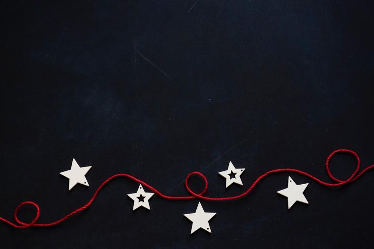 case addobbate per natale esterno ghirlanda con stelle filo con decorazioni di legno