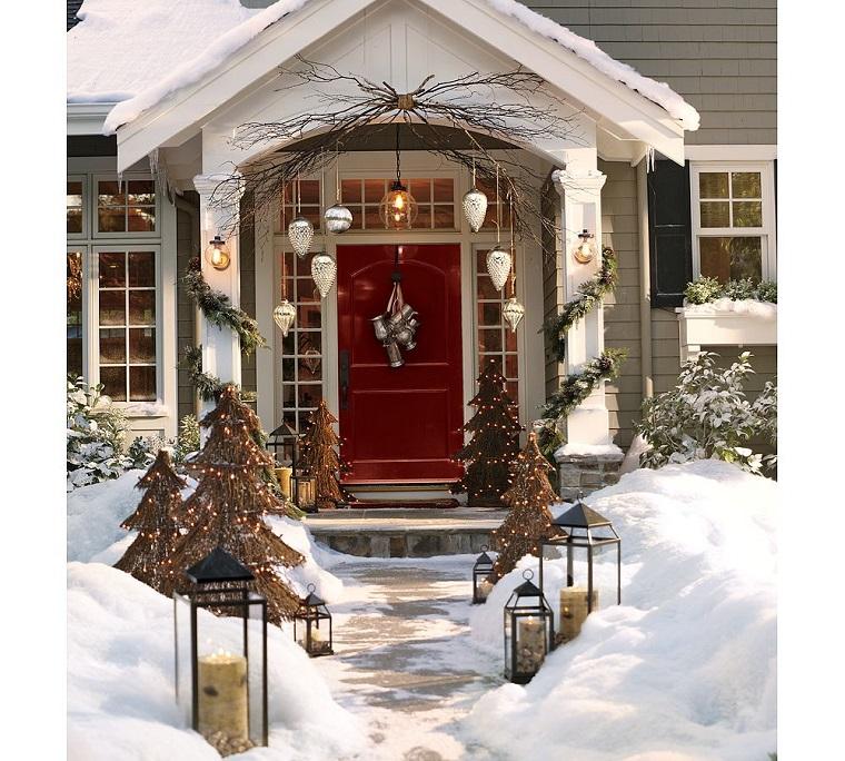 decorazioni natalizie abbellire porta entrata