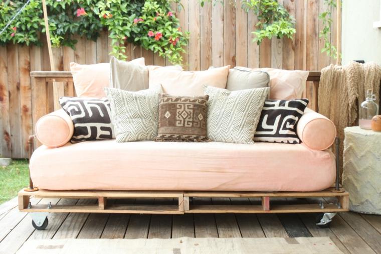 design moderno divano pallet cuscini morbidi