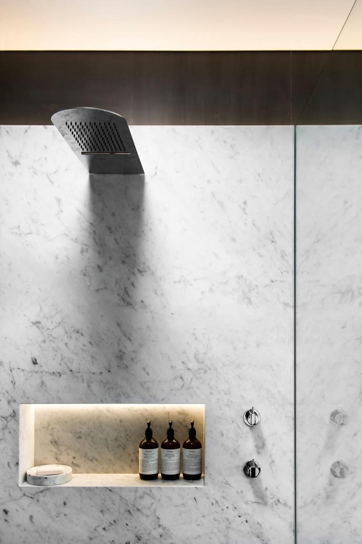design stravagante illuminazione moderna bagno