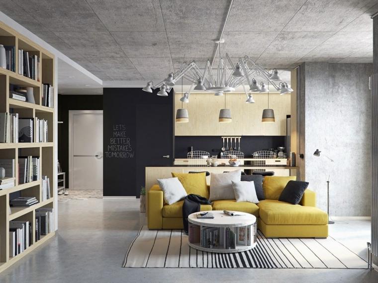 Parete nera con scritta, soggiorno con divano giallo, cucina con isola, libreria con mensole