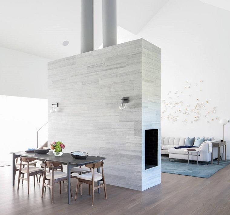 Parete divisoria soggiorno e sala, open space colore bianco, pavimento in parquet
