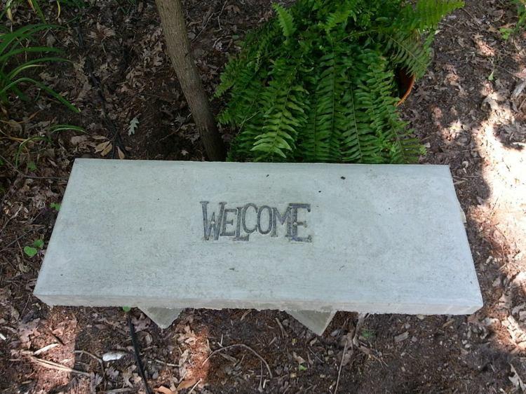 giardino arredato panchina calcestruzzo fai da te