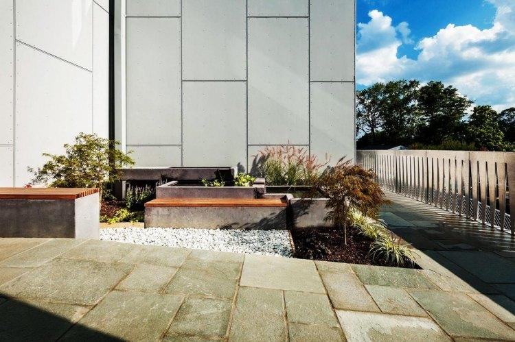 giardino cortile anteriore piante panchine