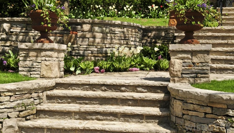 giardino fiorito terrazzato muretti secco