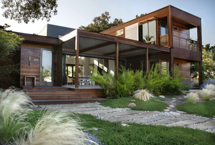 giardino moderno casa costruita pannelli legno