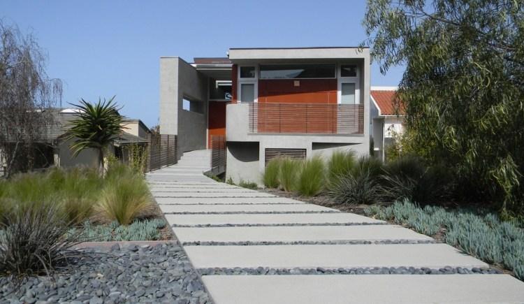 giardino moderno sassi stradina lastre calcestruzzo