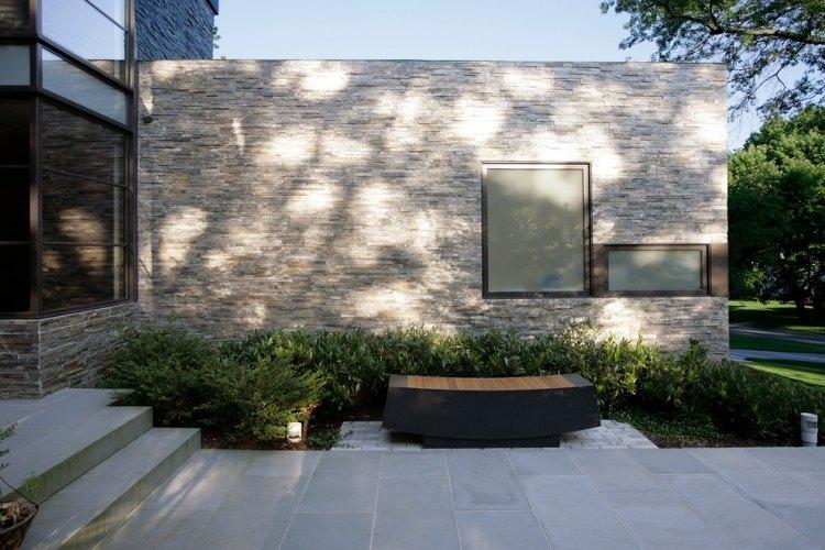 giardino piccolo cortile anteriore casa minimal panchina design speciale