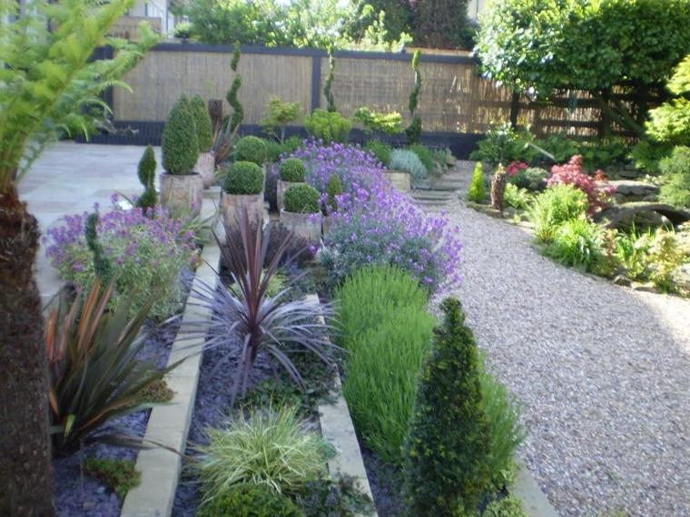 giardino splendido fiorito muri sostegno ben realizzate