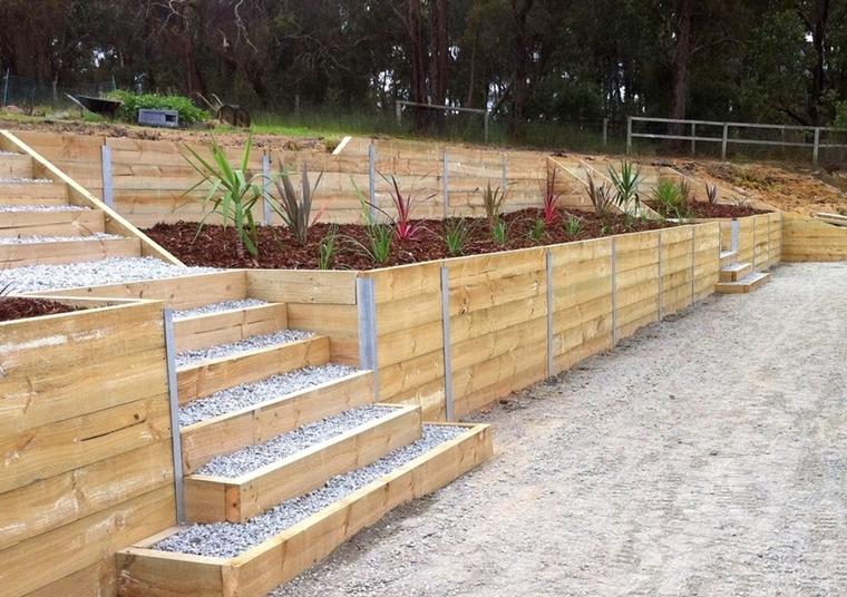 giardino terrazzato utilizzando traversine legno