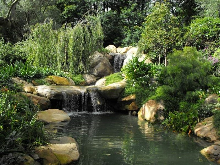 giochi d'acqua cascata torrente natura