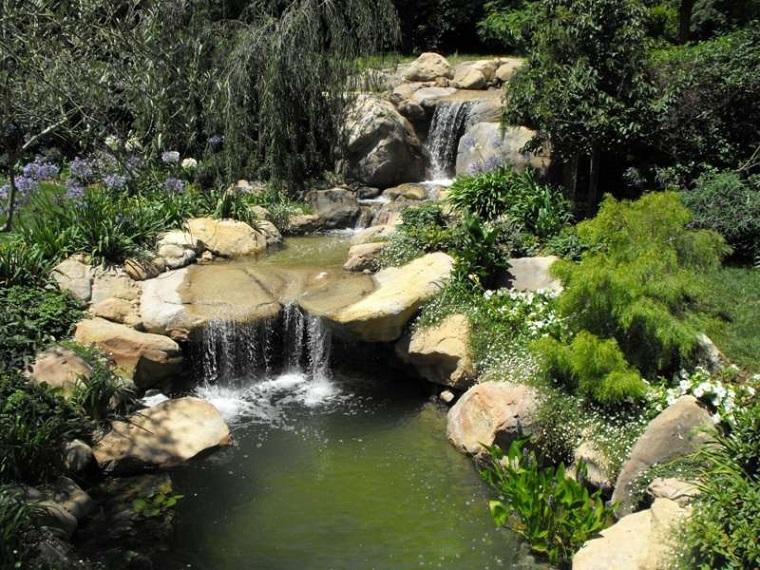 Cascata Per Laghetto Da Giardino : Giochi d acqua idee tra fontane e cascate per dare vita ad un