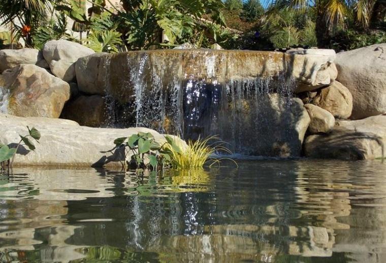 giochi dacqua grande cascata rocce