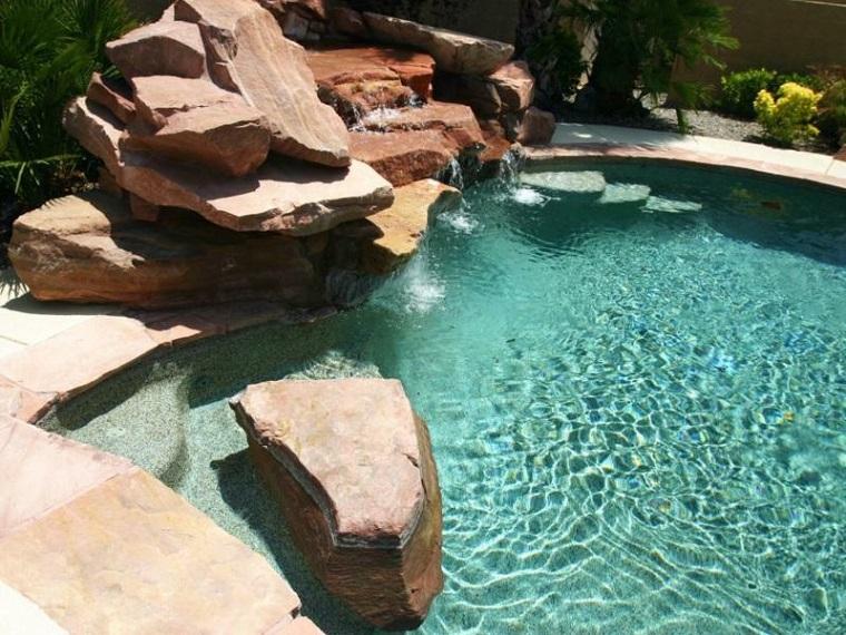 giochi dacqua grande piscina roccce