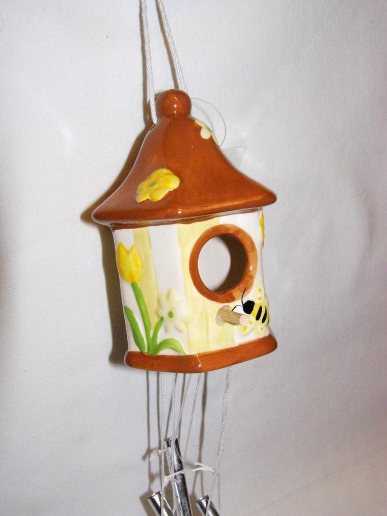 idea decorazione giardino ceramica colorata