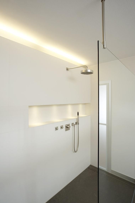 idea originale moderna illuminare bagno