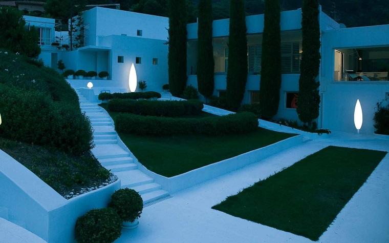 Illuminazione giardino: soluzioni brillanti per un outdoor unico - Archzine.it