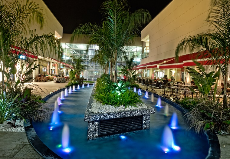 illuminazione giardino proposte piscina