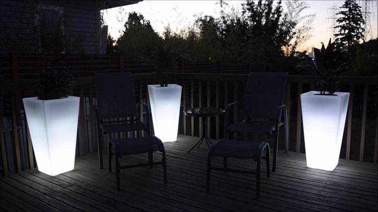 Illuminazione giardino con piscina design per la casa u u venais
