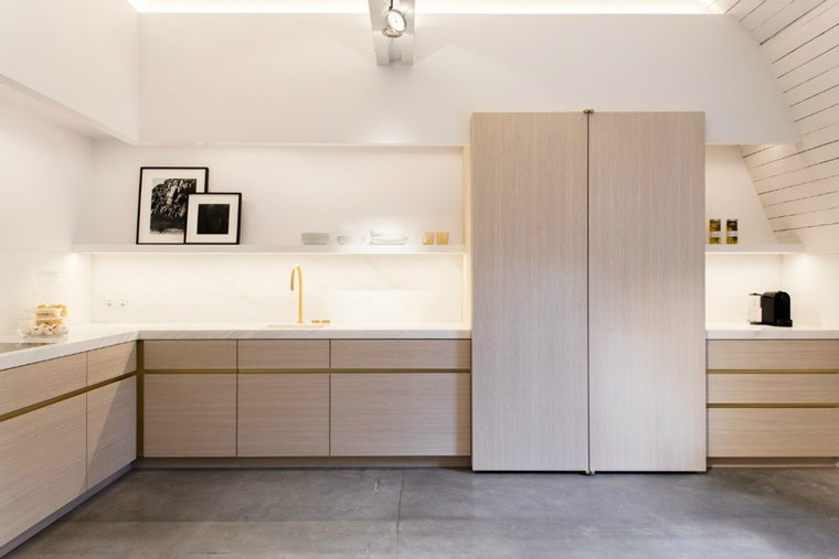 Illuminazione moderna per interni: luce incorporata e soluzioni di