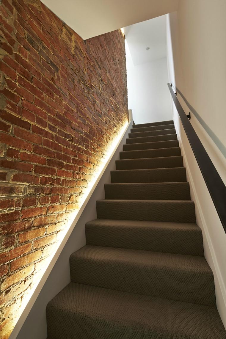 illuminazione moderna luci incorporate parete mattoni