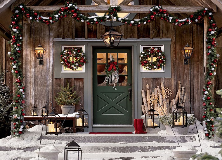 ingresso casa addobbato ghirlande festoni lanterne
