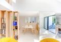 Libreria design a gradini in una casa francese elegante e di tendenza