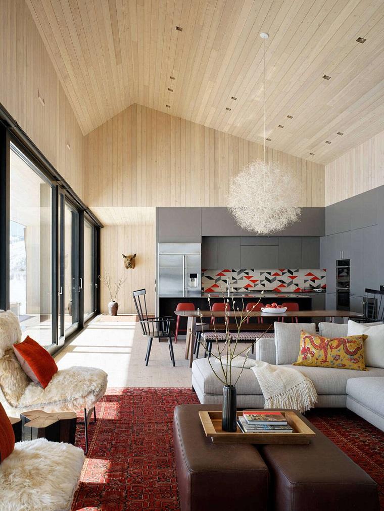 Open space soggiorno cucina progetti, paraschizzi cucina colorato, divano angolare colore bianco