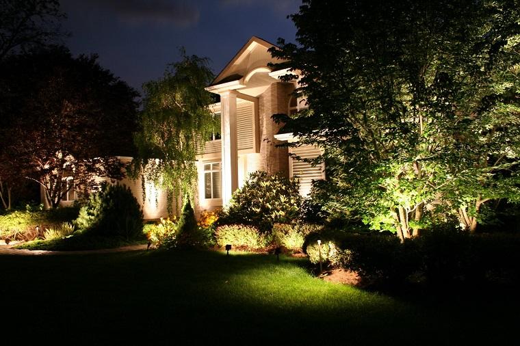 luci da giardino facciata casa