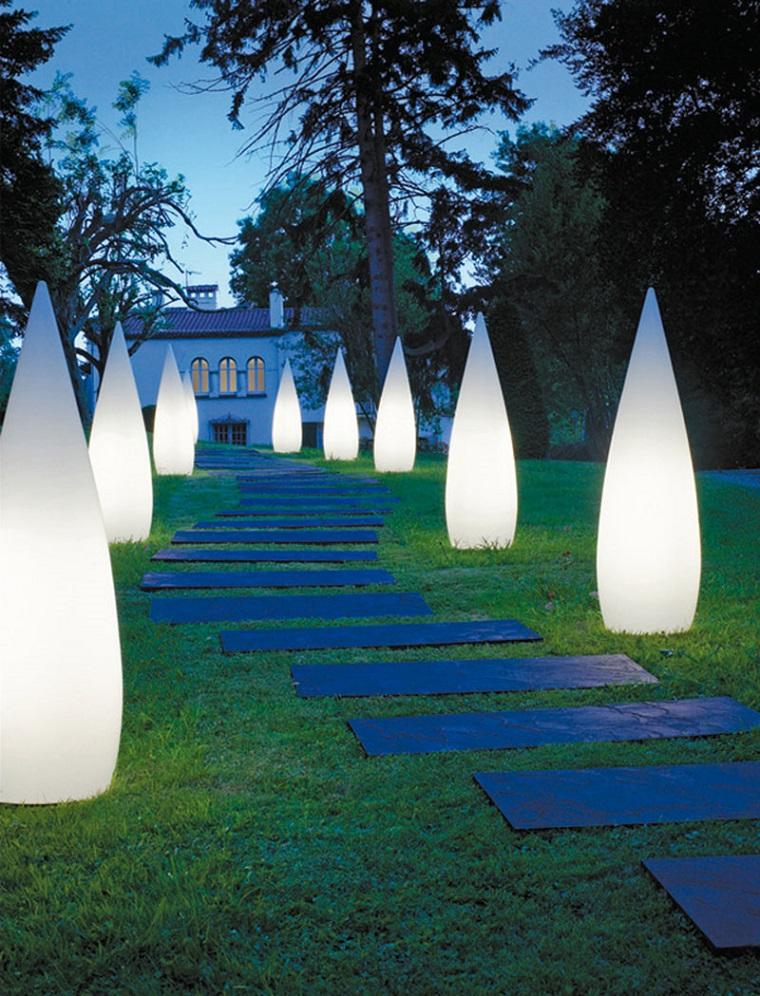 Illuminazione giardino soluzioni brillanti per un outdoor - Luci per giardino ...