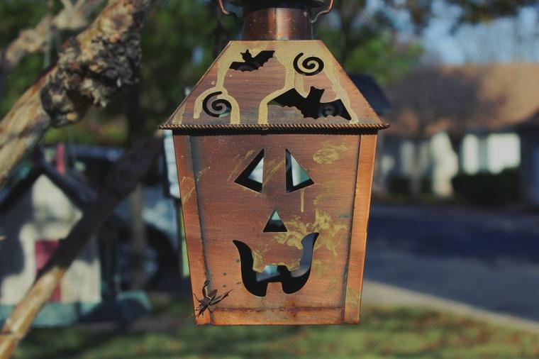 mangiatoie per uccelli halloween particolari legno