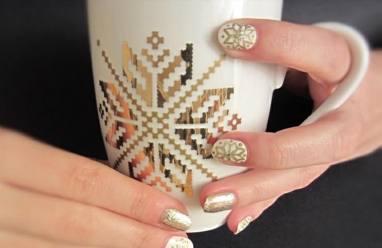 manicure natalizia color oro fiocchi neve