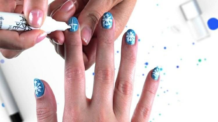manicure natalizia fiocchi neve dipinte pennarello