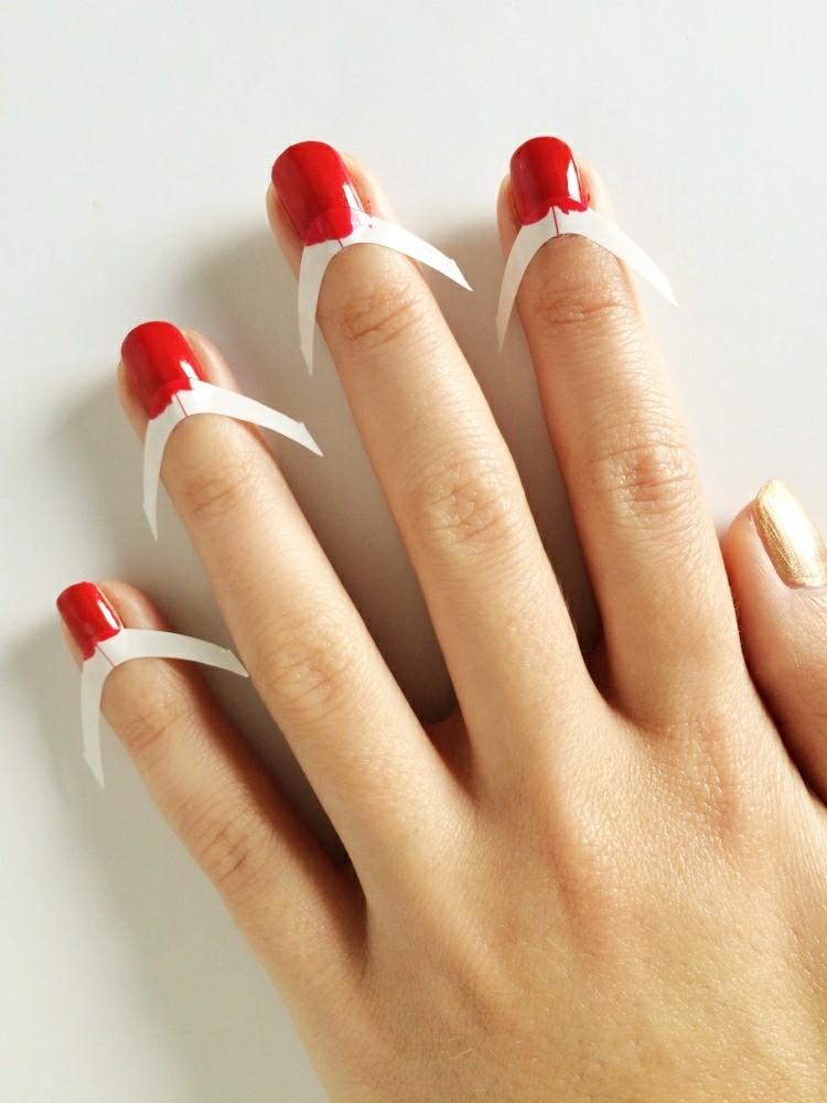 manicure natalizia inversa smalto rosso