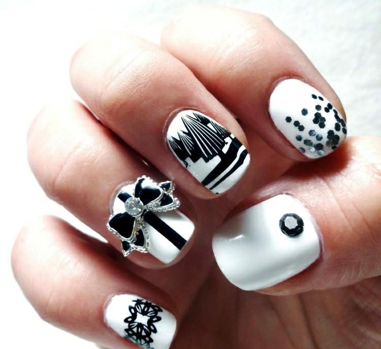 manicure natalizia realizzata bianco nero