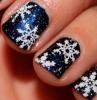 manicure-natalizia-smalto-nero-fiocchi-neve-bianchi