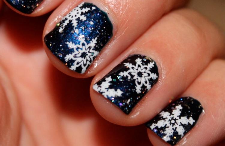 manicure natalizia smalto nero fiocchi neve bianchi