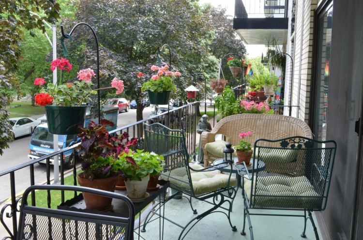 mobili ringhiera in ferro battuto balcone fiorito