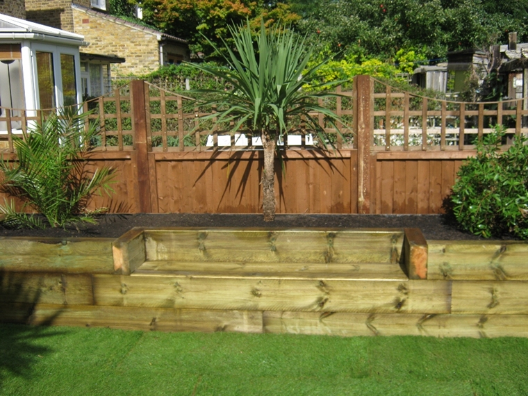 muretti contenimento legno contenere suolo giardino