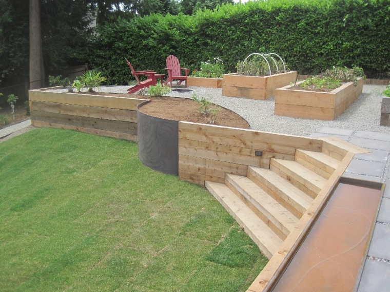 muri contenimento panchina legno cortile posteriore