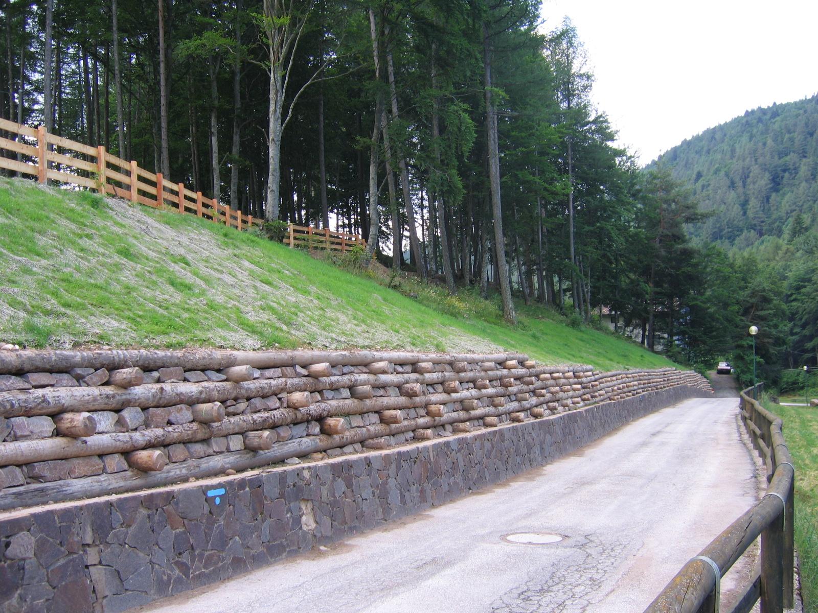 muri sostegno tronchi legno pietra