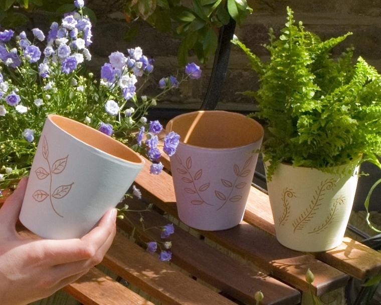 oggetti in ceramica vasi decorati mano