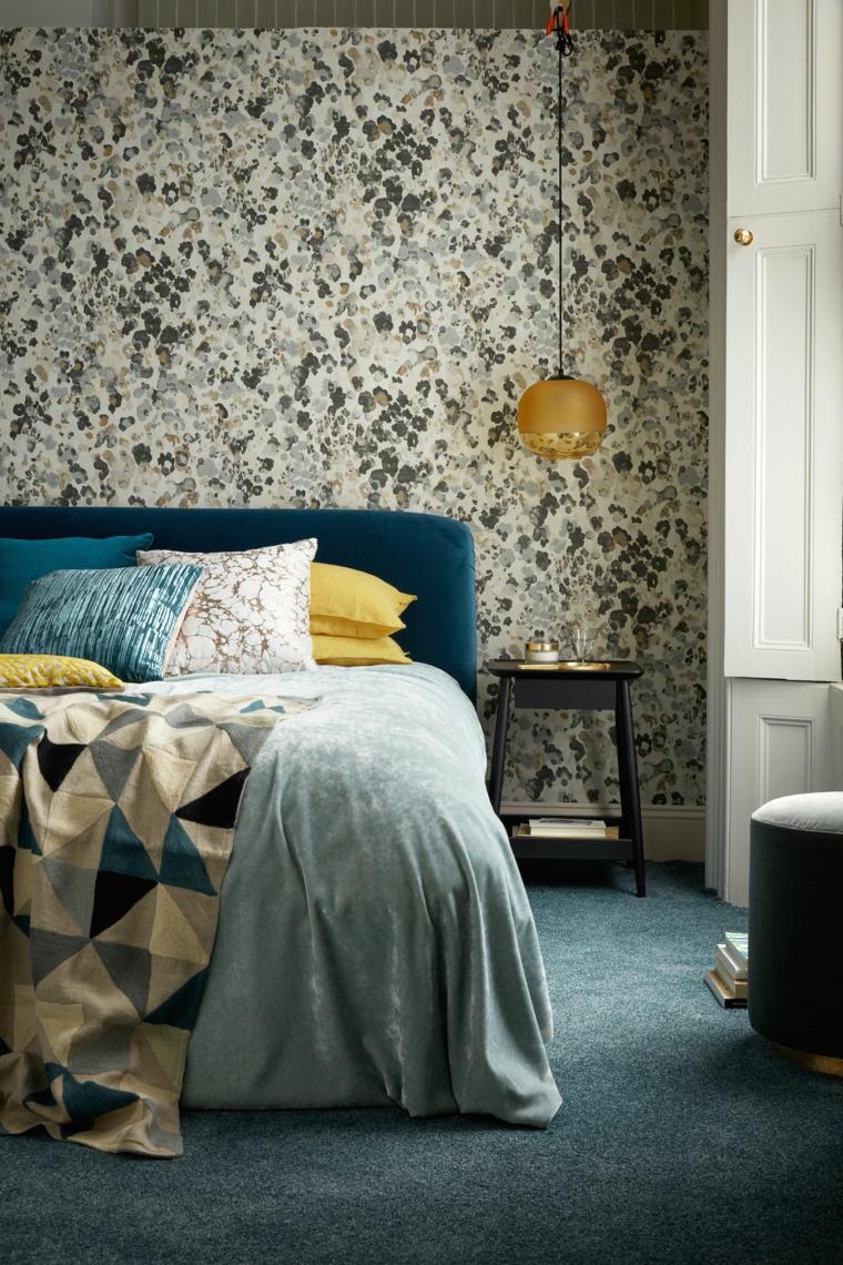 parete dipinta cuscini coperte testata letto tappeto como lampada finestra