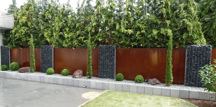 Pareti divisorie da giardino in acciaio corten belle di for Esterno di colonica industriale