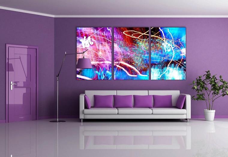 pareti soggiorno color lilla tre quadri moderni